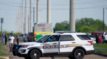 SEKAT: Anggota polis menyekat jalan berhampiran tempat kejadian tembakan di Bryan, Texas kelmarin. — Gambar AFP