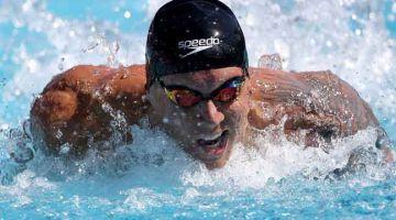 TINGKATKAN PRESTASI: Dressel semasa bersaing dalam acara 100 meter kupu-kupu pada kejohanan Siri Pro Swim di California.  — Gambar AFP
