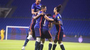 Pemain JDT bersorak selepas menjaringkan gol ketiga ketika menentang PJ City FC dalam saingan Liga Super di Stadium Sultan Ibrahim Iskandar Puteri malam tadi. - Gambar Bernama