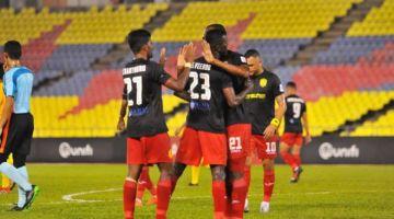 Para pemain Sarawak United meraikan gol pasukan mereka. - Gambar ihsan Sarawak United