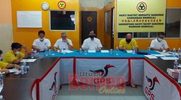 BESEDIA: Harden (tiga kanan) nyadi chairman Aum JKK SUPP pampang Engkilili ungkup PRN12 ti diatur kemari di opis Palan Servis SUPP Pampang Engkilili.