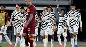 RAIKAN BERSAMA: Pemain Manchester Utd meraikan gol jaringan mereka pada perlawanan separuh akhir kedua menentang AS Roma di Stadium Olympic di Rome. — Gambar AFP