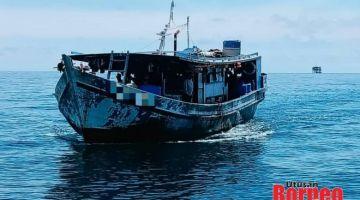 TAHAN: Bot nelayan tempatan yang menggunakan khidmat PTI tanpa dokumen sah.
