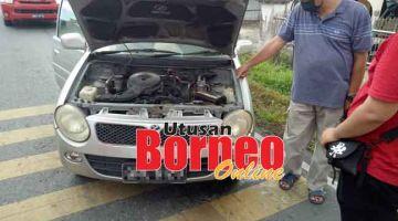 MENCEMASKAN: Kejadian litar pintas di bahagian bateri yang berlaku terhadap sebuah kereta di Jalan Rentap, petang semalam.