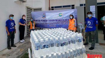 KENANGAN: Rombongan Jawatankuasa Bencana Alam Life Water K2 merakamkan gambar kenangan ketika lawatan berkenaan