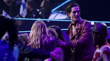 GEMBIRA: Maneskin meraikan kemenangan mereka selepas diumumkan sebagai juara edisi ke-65 Eurovision Song Contest 2021, yang diadakan di pusat konvesyen Ahoy di Rotterdam, pada 22 Mei lepas. — Gambar AFP