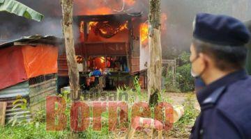 TINJAU: Yusoff Zaki memantau salah sebuah rumah yang dimusnahkan dalam operasi ini.