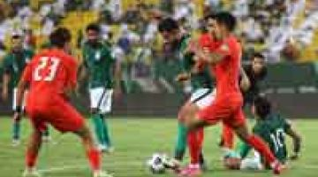 RANCAK: Babak aksi perlawanan Kelayakan Piala Dunia 2022 Kumpulan D Zon Asia di antara Arab Saudi dan Singapura yang berlangsung di Stadium Universiti King Saud di Riyadh. — Gambar AFP