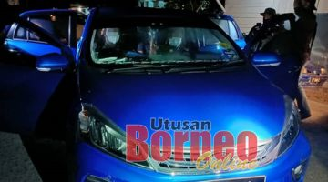 TAHAN : Pasukan keselamatan berjaya tahan kenderaan tekong berkenaan yang sedang membawa PTI ke destinasi seterusnya.