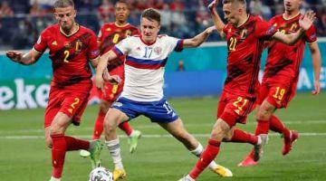 LASAK: Sebahagian daripada babak-babak aksi perlawanan Euro 2020 Kumpulan B di antara Belgium dan Rusia yang berlangsung di Stadium Saint Petersburg. — Gambar AFP