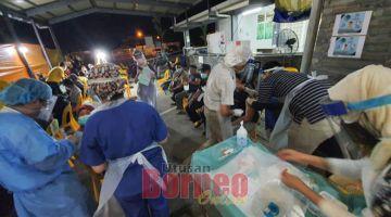 CHARA BARU: Chara baru dikena raban pengereja pen gawa mobile nuchuk vaksin ba peranak Kampung Sinar Budi ti mengkang alai neritka PKPD. — Gambar Facebook Dr Sim