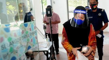 IbuYatihadir di Mahkamah Tinggi Syariah Selangor hari ini atas pertuduhan menjelaskan doktrin palsu berkaitan agama Islam termasuk melalui Facebook. - Gambar BERNAMA