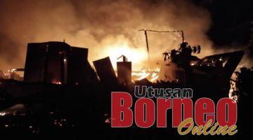 MUSNAH: Rumah yang terlibat dalam kebakaran itu hangus keseluruhannya.