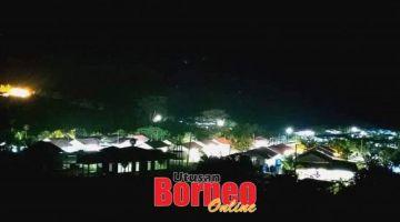 BERCAHAYA:Suasana malam bercahaya di kampung Balat Kinabatangan setelah bekalan elektrik mula disalurkan ke kampung itu.