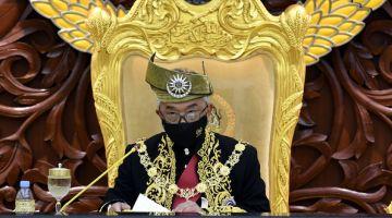 Al-Sultan Abdullah berkenan menyampaikan titah Diraja pada Istiadat Pembukaan Mesyuarat Penggal Keempat, Parlimen ke-14 di Bangunan Parlimen hari ini. - Gambar Bernama