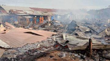 Dua kuaters pekerja ladang di Sungai Tisek, Betong musnah terbakar. - Gambar ihsan bomba