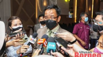 Abdul Karim bercakap kepada pemberita selepas Dialog Seni Perdana di Kuching hari ini. - Gambar Chimon Upon