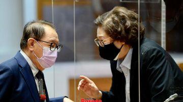 BINCANG: Christina (kanan) dilihat berbincang dengan Timbalan Ketua Menteri Datuk Seri Panglima Dr Jeffrey Kitingan