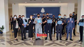 KENANGAN: HIEXKK merakamkan gambar kenangan ketika berkunjung ke Ibu Pejabat Polis Daerah Kota Kinabalu