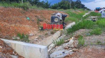 Keadaan kereta mangsa selepas terlibat kemalangan.