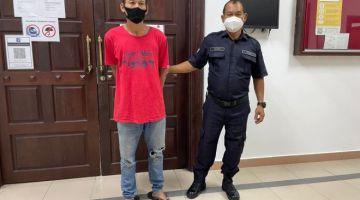 Tertuduh (kiri) dijatuhi hukuman penjara 12 bulan berkuatkuasa 11 Oktober 2021.