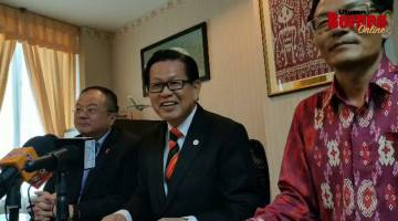 Embedded thumbnail for Sistem kereta api tanpa rel pertama di Sarawak dijangka beroperasi 2022 - Lee