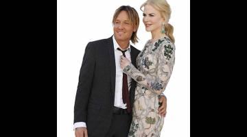 PASANGAN BAHAGIA: Aktres Hollywood Nicole Kidman dan suaminya, pemuzik Keith Urban tiba di Anugerah Muzik Country ke-52 yang diadakan di Las Vegas, Nevada pada 2 April 2017 lepas.  Kidman dan Huppert akan menjadi tarikan utama di Festival Filem Cannes pada bulan depan apabila pertunjukan filem utama dunia meraikan ulang tahunnya yang ke-70.  — Gambar Reuters