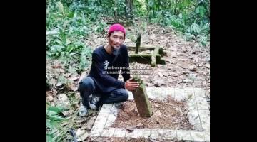 KUBUR MOYANG: Osman Din di sisi kubur moyangnya Bahdar Ali Khan