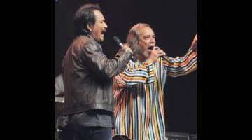 KONSERT BERSAMA: Datuk M.Nasir (kiri) dan Datuk Ramli Sarip adalah antara nama besar yang akan memeriahkan konsert yang akan diadakan pada 4 Nov nanti di Kelana Jaya.