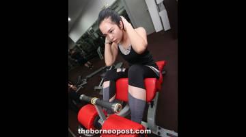 GIGIH: Abi berlatih di gimnasium yang disediakan percuma oleh bapanya.