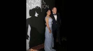 UNTUK WANITA: Salma Hayek dan suaminya Francois Pinault tiba untuk 71st acara 'The Kering Women In Motion Honor Awards' semasa Festival Filem Cannes di Cannes, Perancis pada 13 Mei lepas. — Gambar Reuters