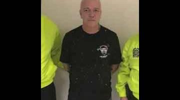 TUMPAS: Gambar dikeluarkan oleh pejabat akhbar Polis Kebangsaan Colombia menunjukkan Jhon Jairo Velasquez alias 'Popeye' telah ditangkap atas tuduhan melakukan pemerasan menurut pihak polis di Medellin, kelmarin. — Gambar AFP