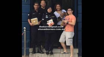 TERIMALAH: (Dari kiri) Irwan, Wee, Nurul Bashirah, Yap dan Sean merakamkan kenangan di hadapan Balai Polis Sentral.