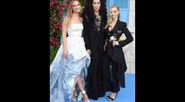 BINTANG: (Dari kiri) Lily James, Cher dan Amanda Seyfried tiba untuk tayangan perdana dunia filem 'Mamma Mia! Here We Go Again' di London, Isnin lepas.  — Gambar AFP