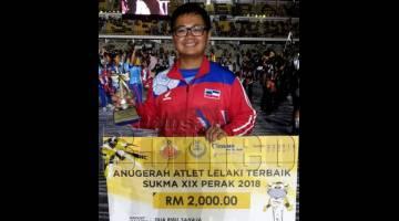 KONTINJEN Sabah turut diceriakan apabila pemenang empat pingat emas acara memanah individu, Eugenius Loh Foh Soon dinobatkan sebagai pemenang Anugerah Atlet Lelaki Terbaik Sukma XIX Perak 2018.