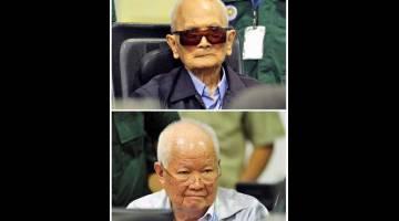 DIDAPATI BERSALAH: Gambar kombinasi Nuon Chea (atas) dan Khieu Samphan yang duduk di dalam bilik mahkamah Kamar Luar Biasa Mahkamah Kemboja (ECCC) sewaktu mahkamah membuat keputusan, di Phnom Penh, Kemboja semalam. — Gambar Reuters