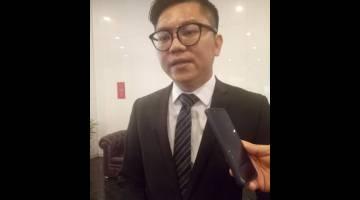 ASA: Wong dikerandau ba lobi begunan DUN pengudah sesi mendingka kes Jawatankuasa Hak Keistimewaan DUN di Kuching, kemari.
