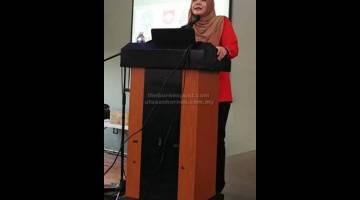 TAKLIMAT: Syarifah Rohaya Wan Idris menyampaikan taklima berhubung 'Kenali MKM' pada program tersebut.