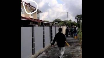 Bulatan dalam gambar menunjukkan kedudukan suspek pecah rumah cuba bersembunyi atas bumbung.