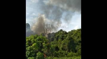 TERBAKAR LAGI: Kepulan asap dikesan berlaku dari kawasan kebakaran baru di Sungai Tujuh, bersempadan dengan negara Brunei.