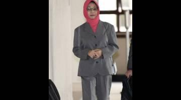 HADIRI PERBICARAAN: Mazidah ketika tiba di pekarangan mahkamah bagi menghadiri prosiding perbicaraan kes Najib membabitkan dana SRC International Sdn Bhd di Kompleks Mahkamah Kuala Lumpur semalam. — Gambar Bernama