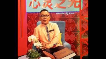 HOS: Syafiq Raffiqin Liow sebagai pengemudi rancangan bual Sinaran Rohani.