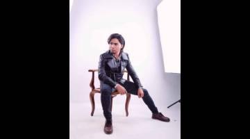 SINGLE BAHARU: Abam Shaff dengan lagu pertama ciptaannya, 'Tinggal Tanda Tanya'.