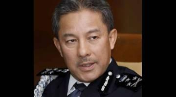 PERSIAPAN AWAL: Zamri pada sidang media di IPK Sarawak semalam.