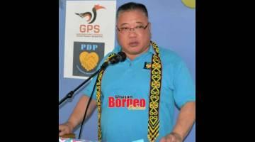 BEJEJIMAT: Tiong lebuh bejaku maya program randau begulai enggau rayat di Rumah Umpang, Manyan bedau lama udah.