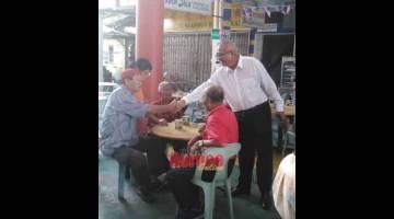 TINJAU: Yii melawat kemudahan di Jalan Persiaran Kabor, Miri.