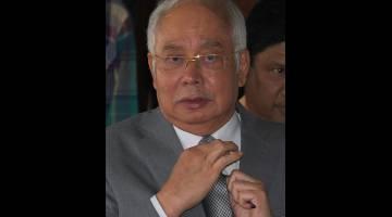 Najib keluar dari bilik Mahkamah Tinggi Jenayah 3 selepas memberi keterangan bagi prosiding membela diri terhadap pertuduhan berhubung dana SRC International Sdn Bhd hari ini. - Gambar Bernama