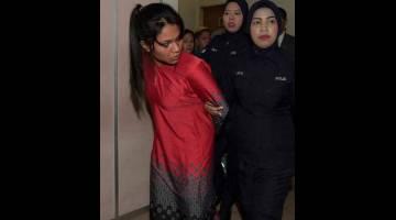 DIBICARAKAN: Nurul didakwa di Mahkamah Majistret Johor Bahru semalam atas pertuduhan melakukan bunuh dengan menyebabkan kematian terhadap anak kandungnya yang berusia dua tahun 10 bulan pada 13 Januari lepas. — Gambar Bernama