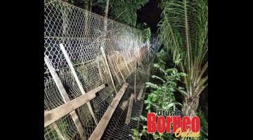 JAMBATAN: Keadaan jambatan gantung yang terputus tiba-tiba semasa mangsa mencari liputan internet di kawasan itu.