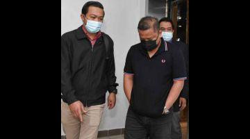 TIDAK MENGAKU SALAH: Zariman mengaku tidak bersalah di Mahkamah Sesyen Kuala Terengganu semalam atas pertuduhan menerima rasuah sebanyak RM4,500. — Gambar Bernama